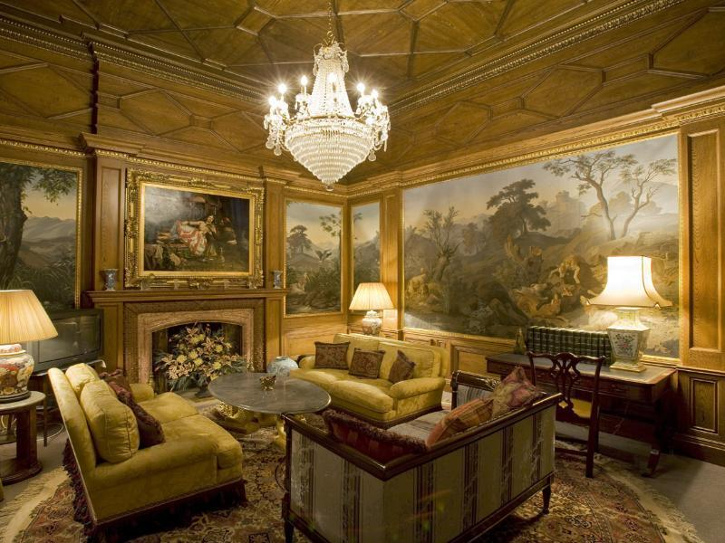 Hyde park townhouse 24 000 000 pricey pads - Gold wall color living room ...