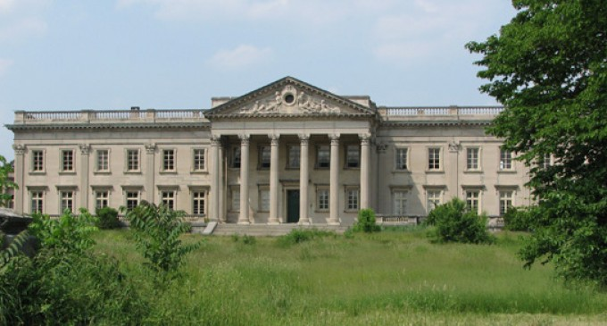 Lynnewood Hall Falling Apart – PHOTOS