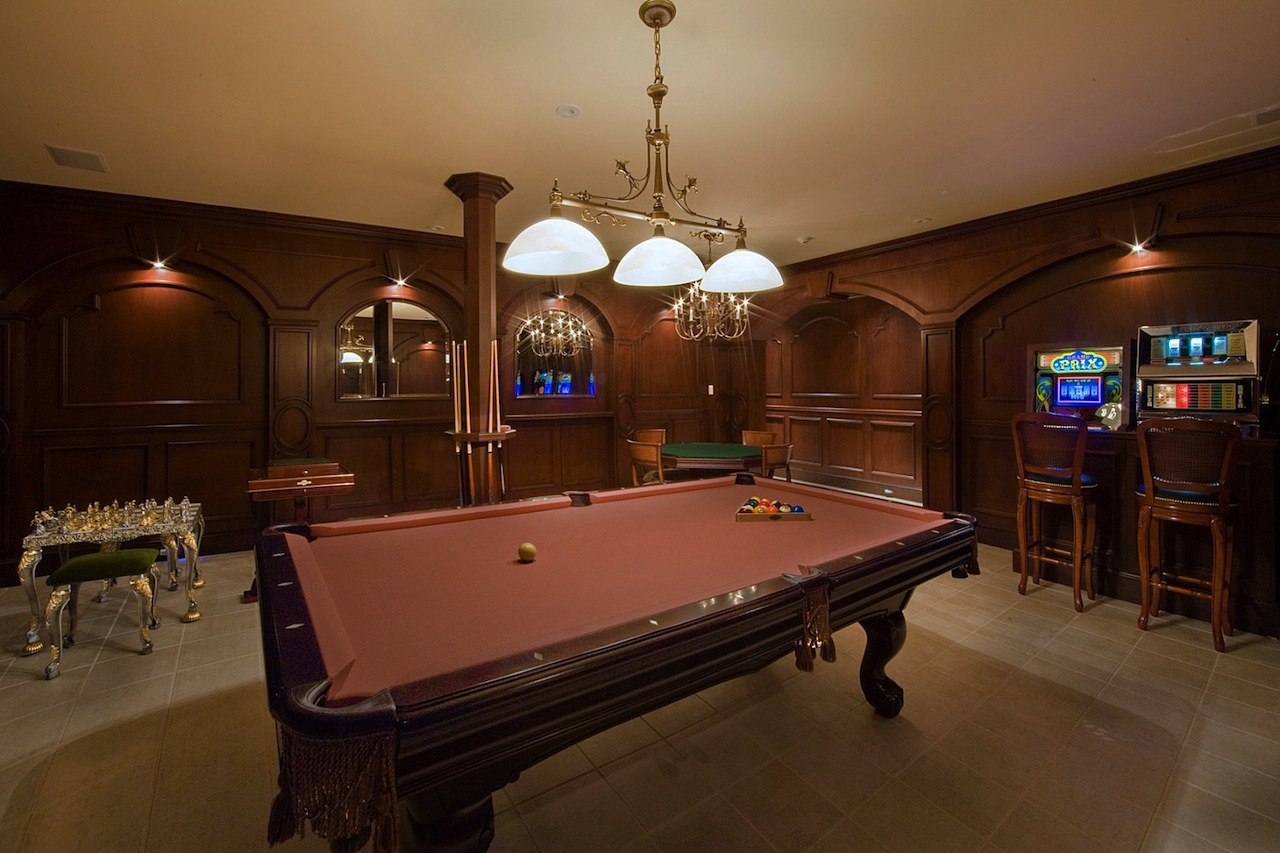 Room Decor: Not Your Typical NY Estate