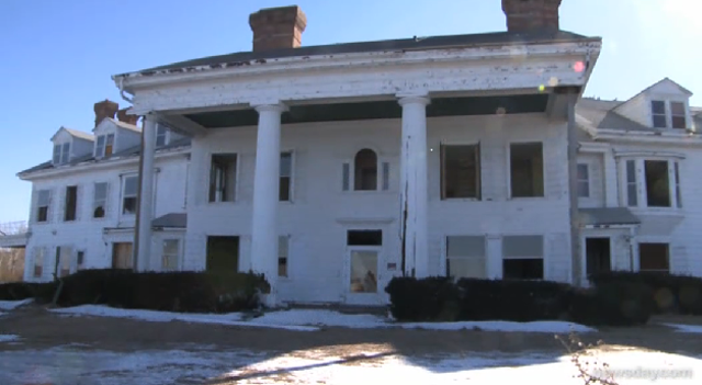 Great Gatsby Mansion Facing Demolition Pricey Pads