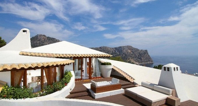 Extravagant Villa – €10,900,000