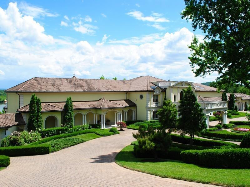 Villa collina auction cancelled pricey pads for Ville in collina