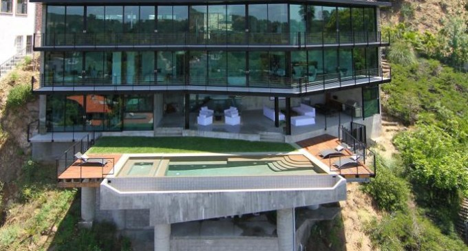 Entertainer's Paradise – $5,485,000