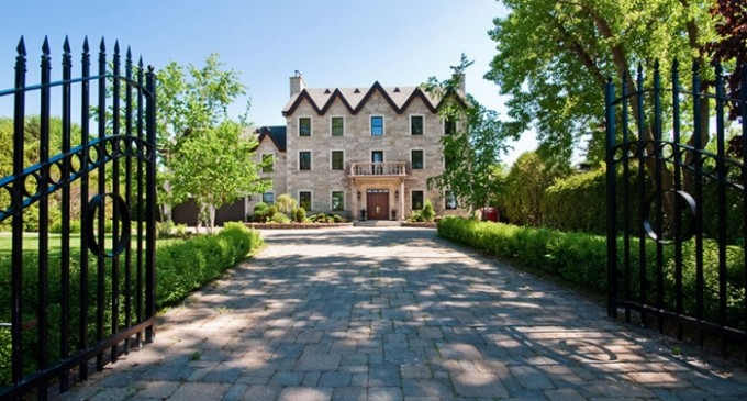 Waterfront Laval Estate – $2,495,000