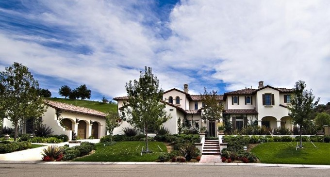 Justin Bieber rumored to be buying this Calabasas Mansion