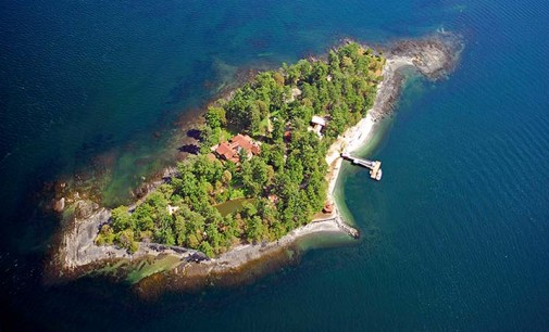 Pym Island Oceanfront Estate – $5,988,000