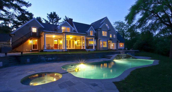 Celebrity Owned 16.2 Acre Estate – $4,850,000