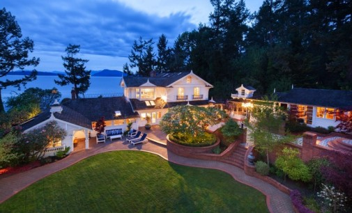 Private 1.7 Acre Waterfront Estate – $2,950,000
