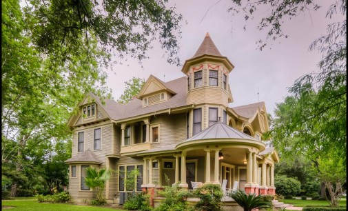 What does $325K buy in Bay City, Texas?