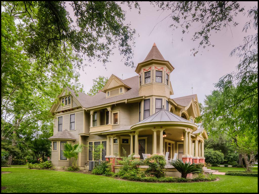 What does 325k buy in bay city texas pricey pads for Victorian home builders