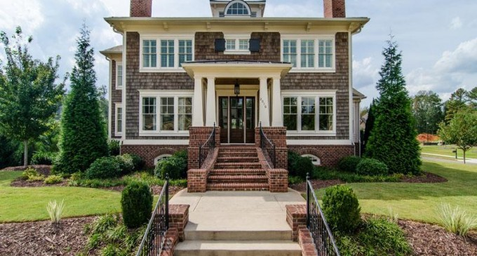 Stunning Roswell Home – $1,200,000