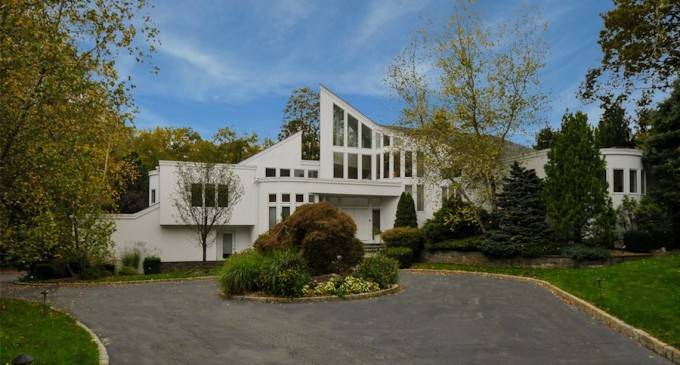 Stunning Armonk Contemporary – $2,325,000