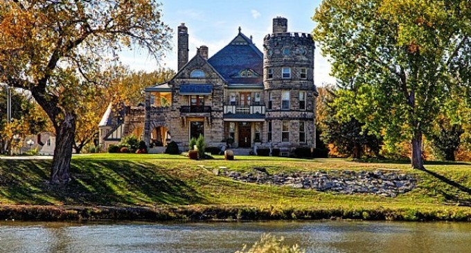 The Riverside Mansion Fails to Sell at Auction