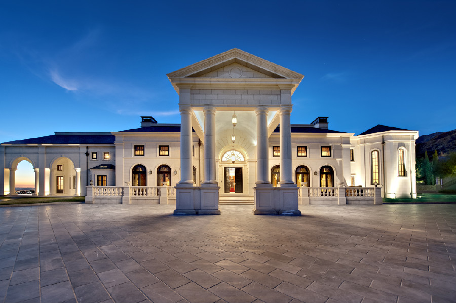 Tycoon drops price of two of america s priciest homes for America s best homes