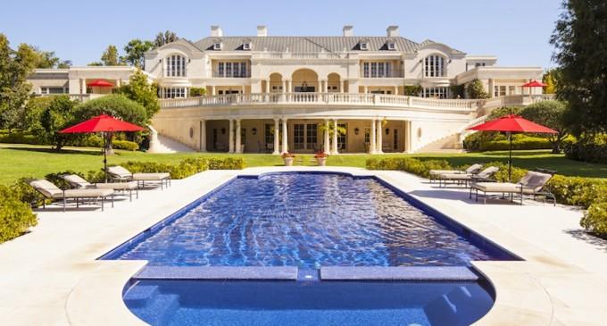 Mauricio Umansky lists 'The Carolwood Estate'