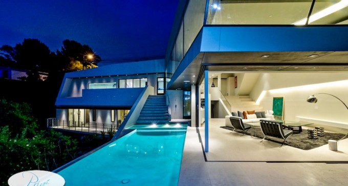 Modern Mulholland Celebrity Estate – $3,895/Night