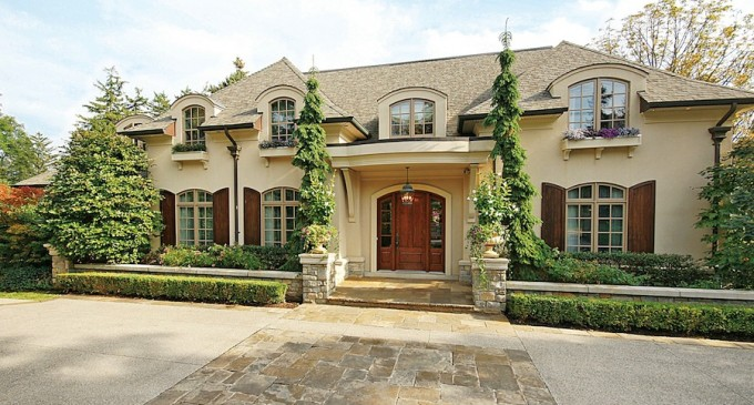 Idyllic South East Oakville Estate – $3,975,000