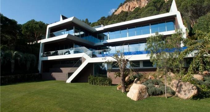 Modern Designer Villa – 15.000.000 €