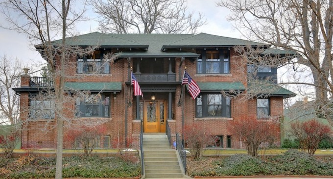 An Architectural Stunner – $1,050,000
