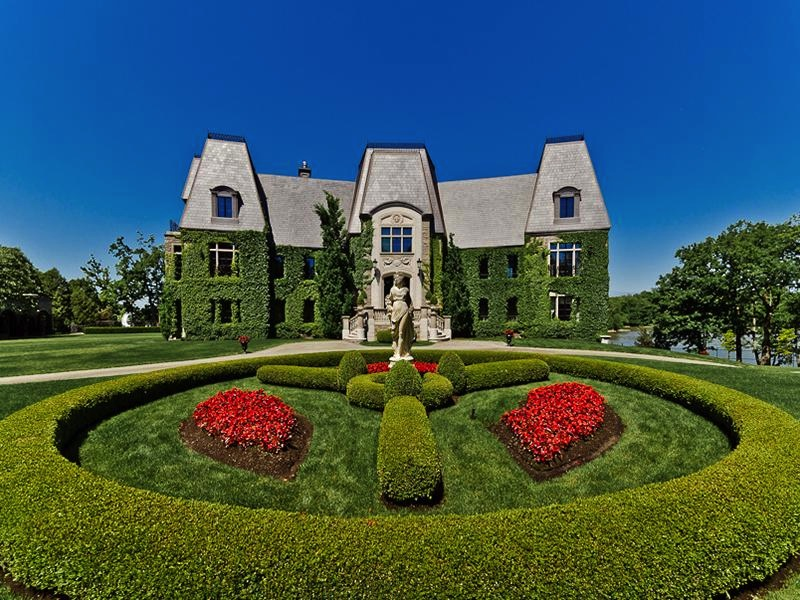 11 Mansions to Blow your Lotto 6/49 Winnings On!
