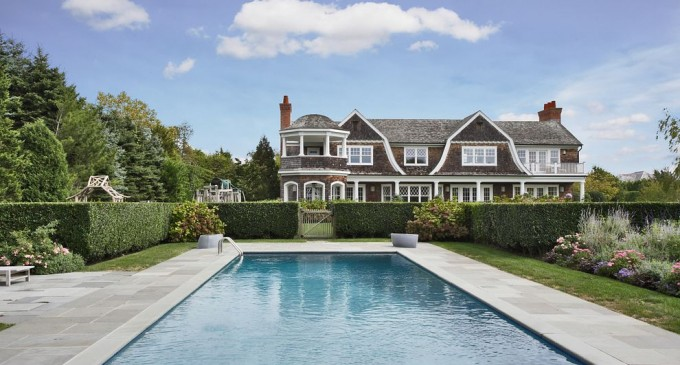 Jennifer Lopez buys $10 million Hamptons Mansion