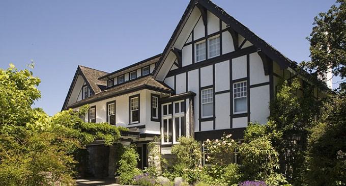 World Class Oceanfront Estate – $7,390,000