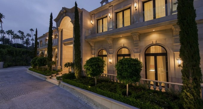 34 Year Old Reportedly Buys Le Palais Pricey Pads
