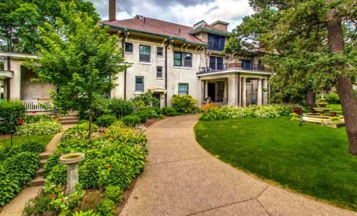 Majestic Mississippi River Mansion – $1,500,000