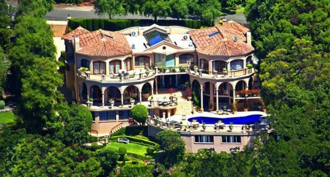 Australia s bachelor mansion up for sale pricey pads for Castle mansions for sale