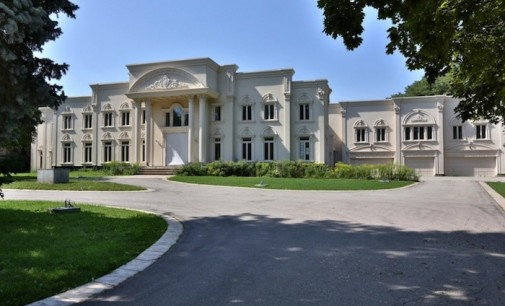 Toronto's Versailles Heading to Auction