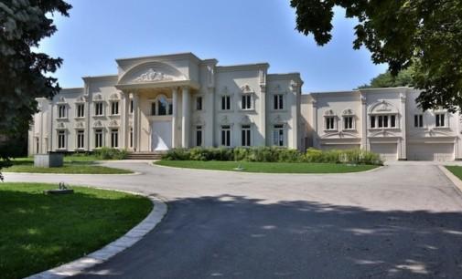 Toronto's Versailles Heading to Auction