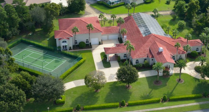 """""""Fly-In"""" Mansion in Florida with Airplane Hangar (PHOTOS)"""