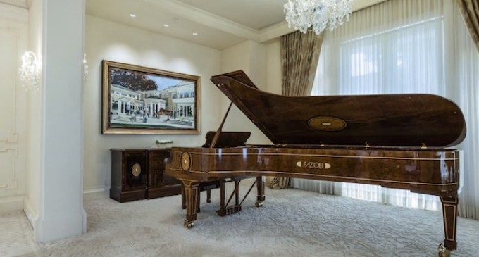 Vancouver Architect Designs Case for World's Largest Piano (VIDEO)