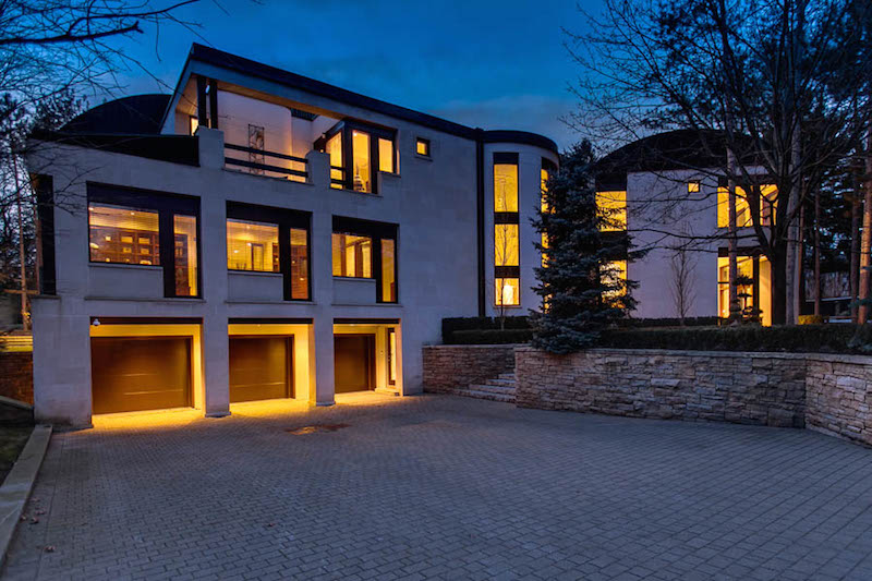 Mississauga mansion heading to auction pricey pads for Modern homes mississauga