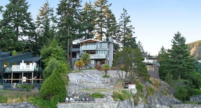 Eagle Island Waterfront – $3,788,800 CAD
