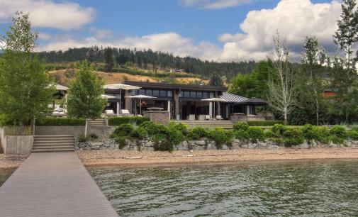 Lake Front Estate – $7,500,000 CAD