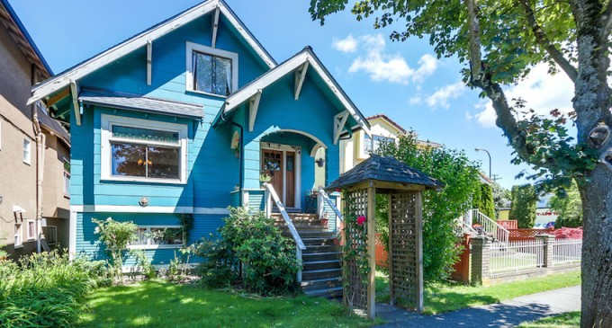 1912 Character House – $1,039,000 CAD