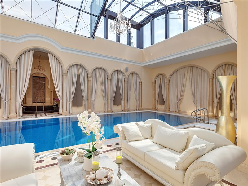 Sprawling 27 000 sq ft russian mansion lists for 80 for Mansion plans with indoor pool