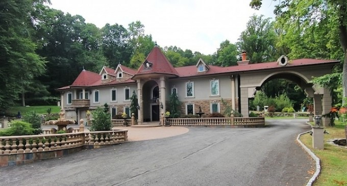 """RHONJ Star Teresa Giudice Lists """"Stucco"""" Manor"""