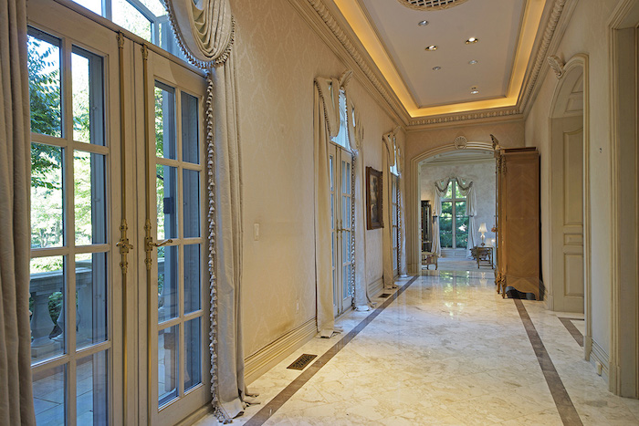 12-Gallery-Hallways