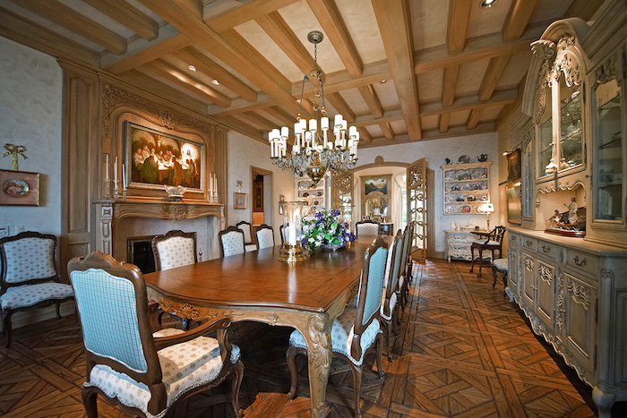 15-Dining-Room-For-26-Guests-
