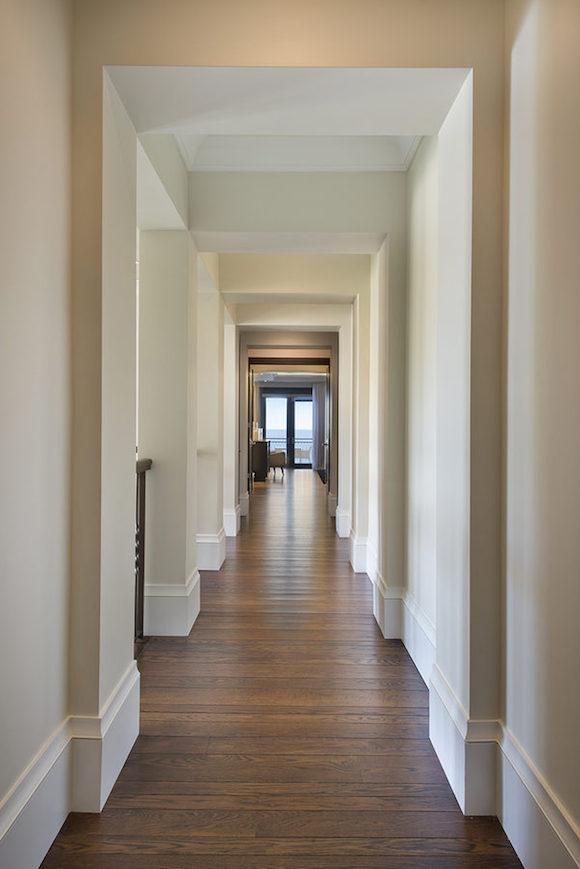 20-Hallway_to_Master_Suite