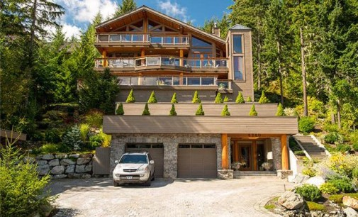 Executive Family Home – $2,950,000 CAD
