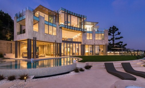 Full House Creator lists Architectural Gem