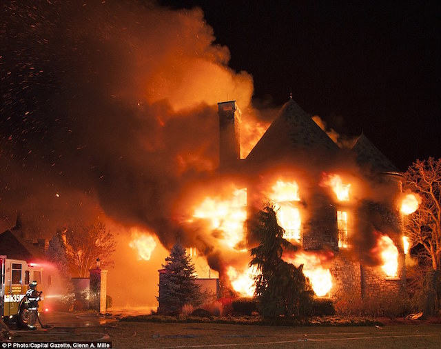 24D86E1D00000578-2917026-Mansion_fire_The_9million_address_in_Annapolis_Maryland_caught_f-a-1_1421696652130