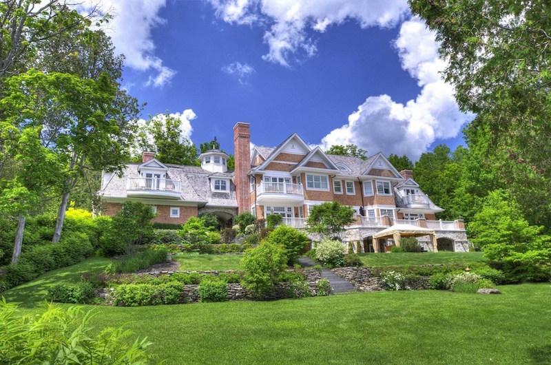 Shingle Style Lakefront – $8,950,000 CAD