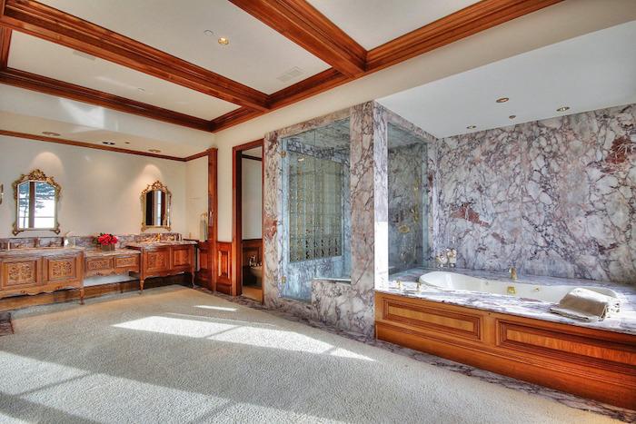 21-soothing-master-bath