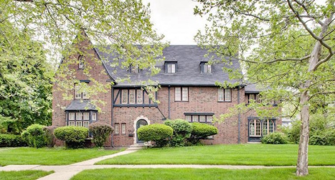 Bargain-Priced 1920s Dream Home Lists for $285K (PHOTOS)
