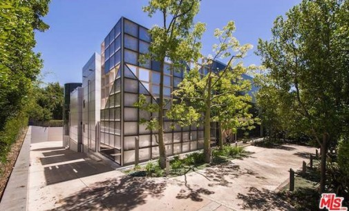 Architectural Glass & Steel Mansion Lists in Beverly Hills (PHOTOS)