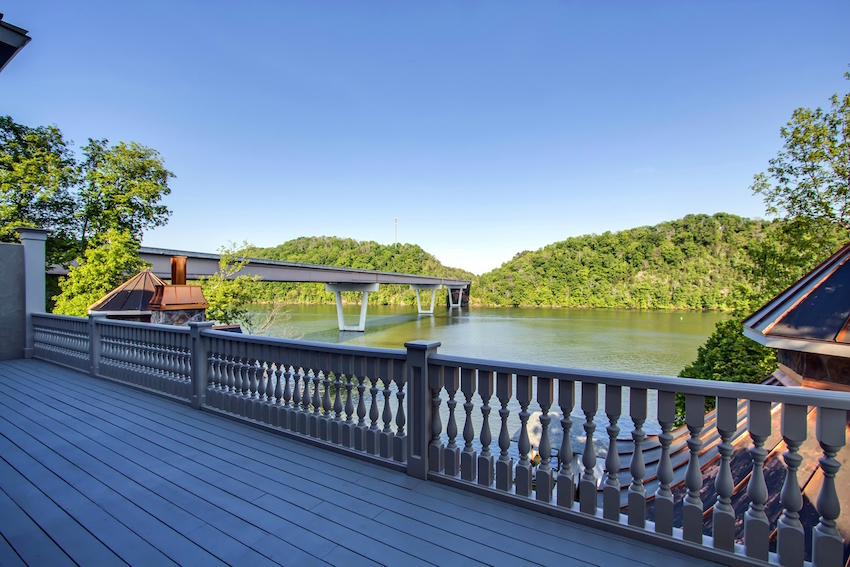 11_RiverClubWay_8513_Deck01